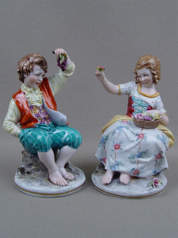 Пара фигур «Юные садовники», фарфор, роспись. Западная Европа, XXв., клеймо «N», высота— 13см
