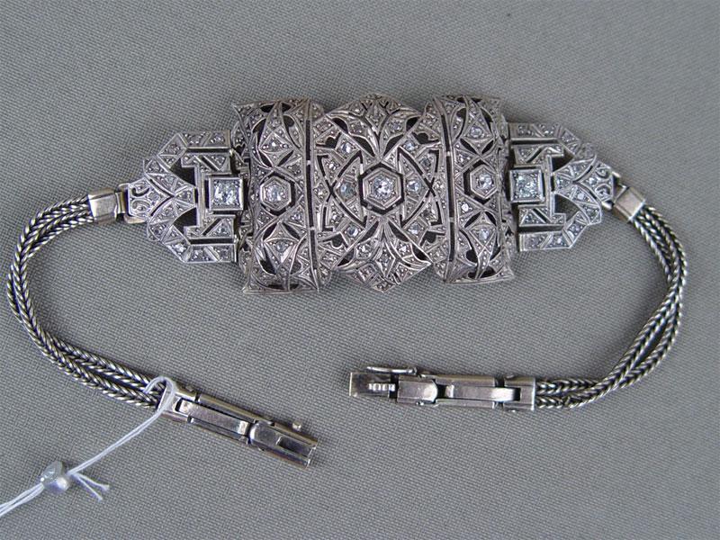 Браслет, серебро 875пробы, общий вес— 22,8г. Вставки: бриллианты (5бриллиантов«Старой» огранки— 0,45ct 4/5; 58алмазов)