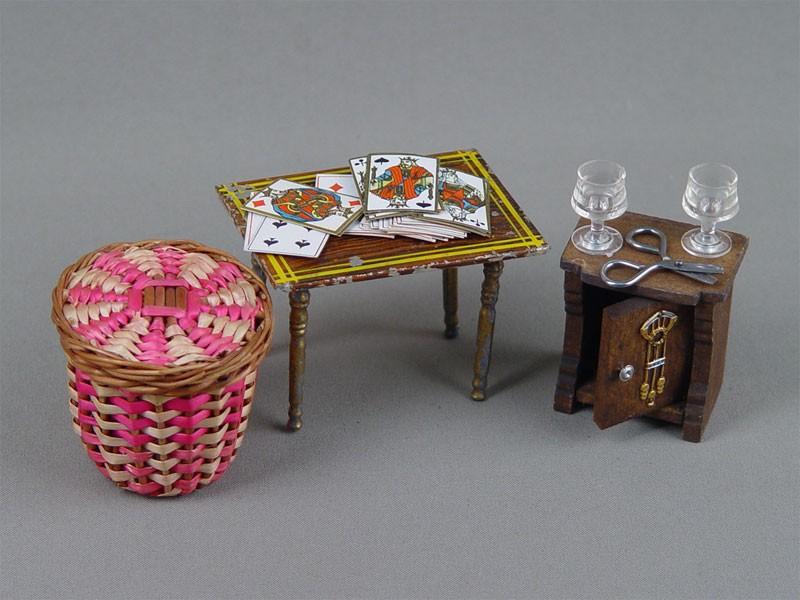 Антиквариат. Кукольная мебель и посуда. игральные карты