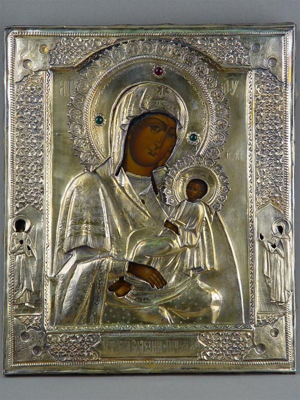 Икона «Пресвятая Богородица Утоли моя печали», спредстоящими: Святая Дарья иАнгел Хранитель. дерево, левкас, темпера, оклад— серебро 84пробы, позолота, 36×30см