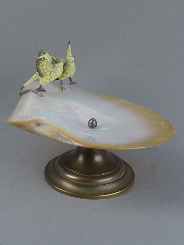 Ваза «Два желтых попугая», венская бронза, латунь, раковина, начало XXвека, высота— 12,5см