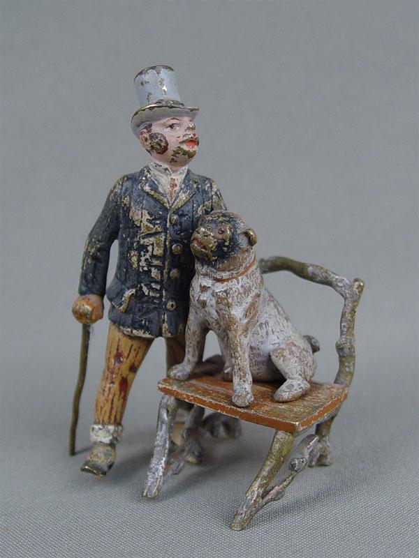 «Джентльмен ссобакой настуле», венская бронза, высота— 8см, XIXв.