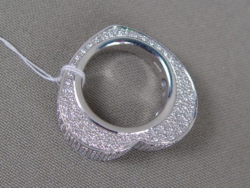 Кольцо «Сердечко», золото 585пробы, общий вес— 11,9г. Вставки: бриллианты (327бриллиантовКр57— 2,00ct 4/5) (сертификат), размер кольца 16,0