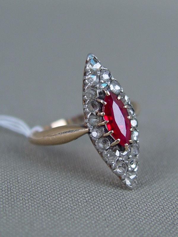 Кольцо, золото пореактиву, общий вес— 4,8г. Вставки: 19алмазов, выращенный рубин, размер кольца 17,5