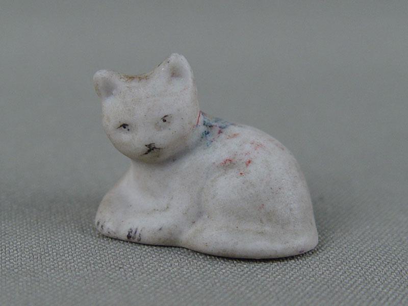 «Котенок», фарфор, роспись, длина— 3см