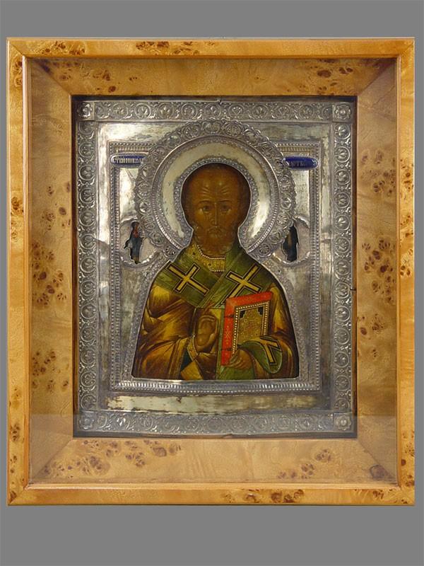 Икона вкиоте «Святой Николай Чудотворец», дерево, левкас, темпера; оклад— серебро 84пробы, эмаль; начало XIXвека, размер: 31×27см