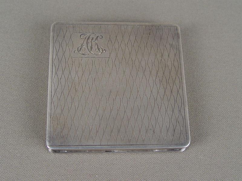 Пудреница, серебро 875пробы, общий вес— 101,6г