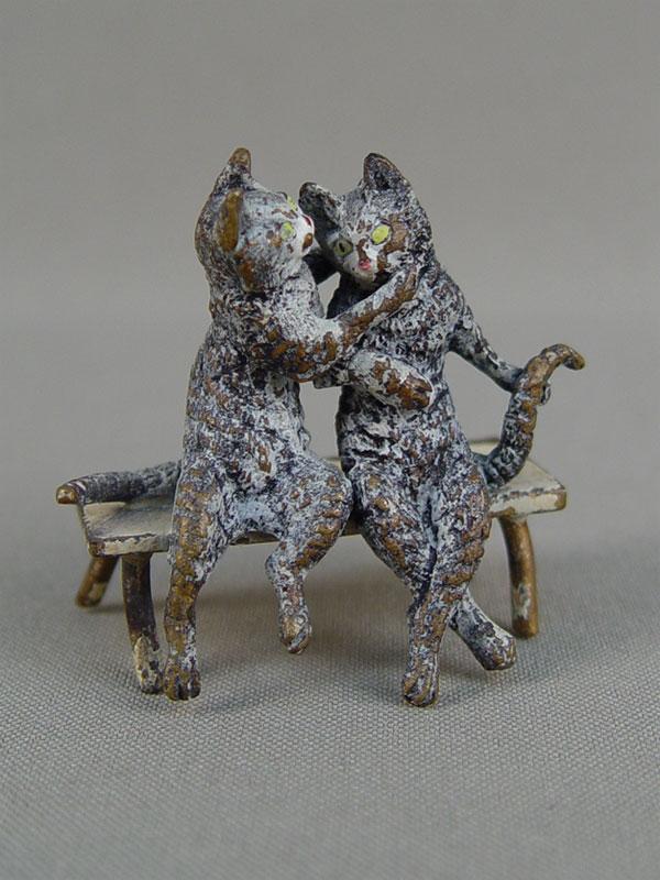 «Влюбленные кошки наскамейке», «венская бронза», длина— 5см