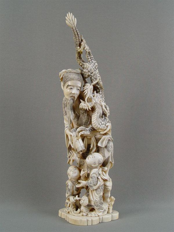 «Мудрец сосвитком идраконом», слоновая кость, резьба. Япония, высота— 37см