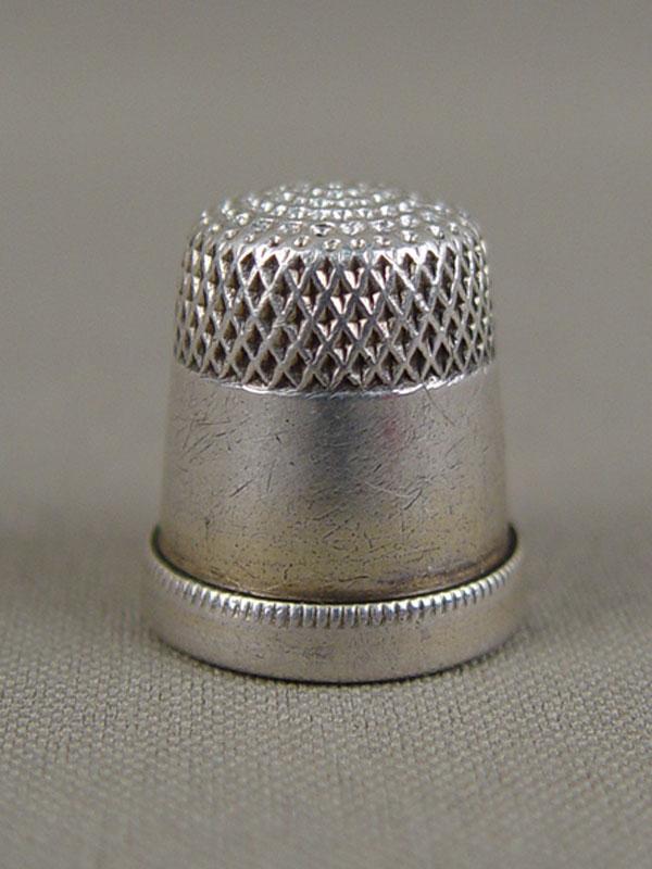 Наперсток, серебро 875пробы, общий вес— 6,3г.