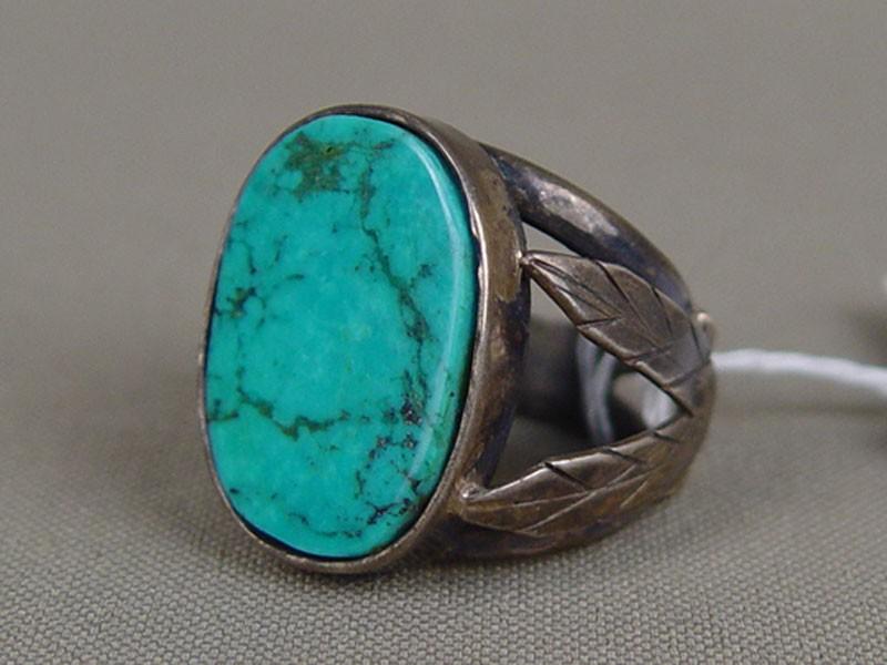 Кольцо, серебро пореактиву, общий вес— 9,6г, бирюза, размер кольца 17,5