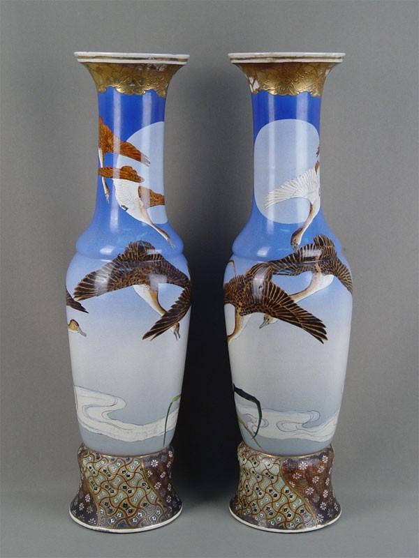 Пара декоративных ваз «Журавли», фаянс, роспись. Япония, конец XIXвека, Сацума, высота— 52см