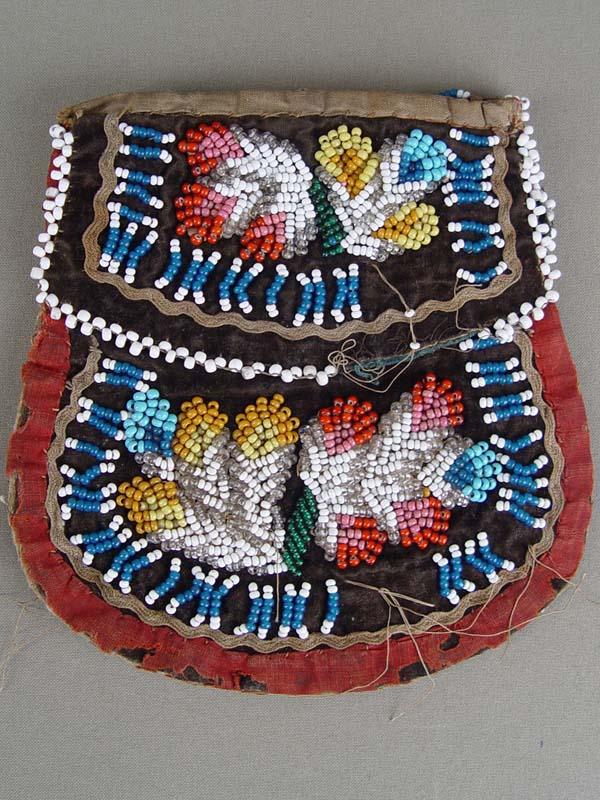 Кошелек-сумочка, вышивка бисером, 1920-е годы, размер:16×15см. Утраты