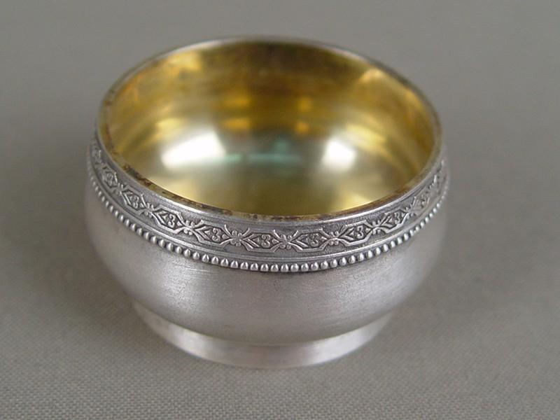 Солонка, серебро 875пробы, позолота, общийвес— 39,38грамма, диаметр— 4,5см