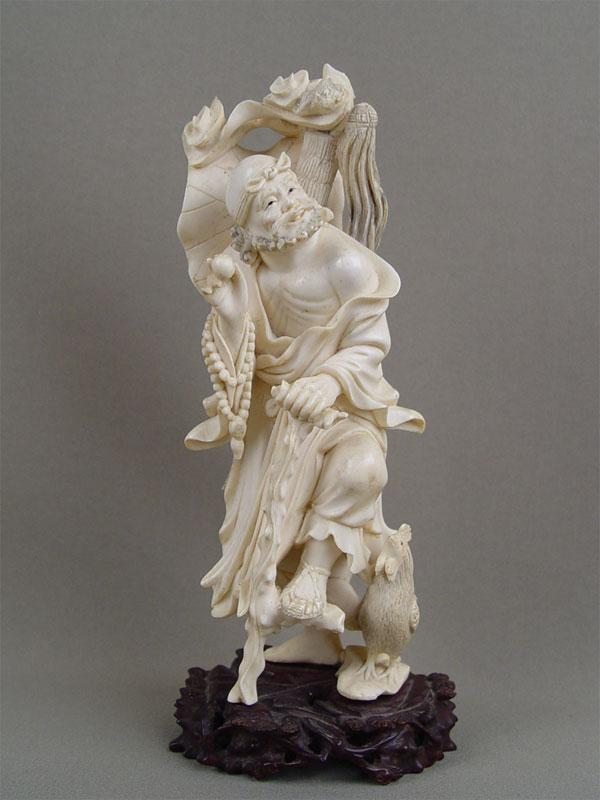 «Мудрец счетками», кость, резьба, дерево. Китай, высота— 21см
