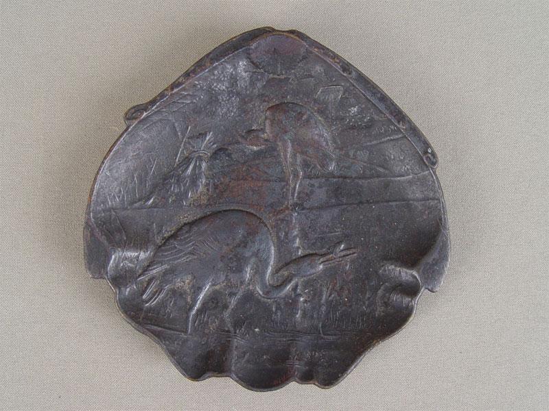 Антиквариат. антикварная Пепельница «Аисты», антикварный чугун. Куса, старинное чугунное литье