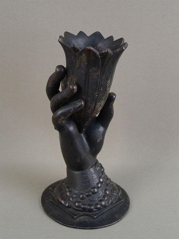 Антиквариат. антикварная Ваза «Рука с тюльпаном», старинный чугун. Куса, антикварное чугунное литье