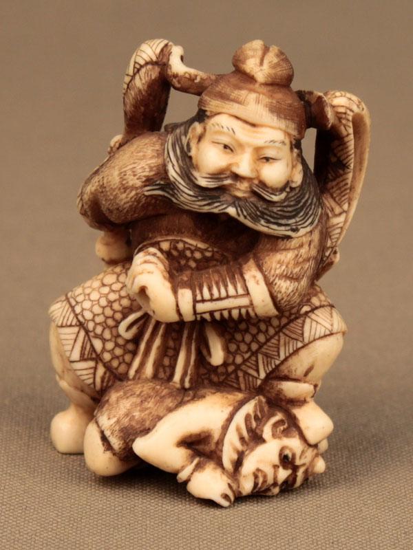 Нэцкэ «Шоки иОни», кость, Япония, высота— 5см