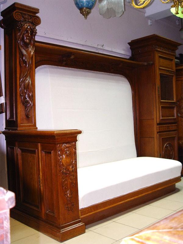 Комплект встиле модерн: диван-купе ишкаф встиле модерн. Дуб, резьба, латунь, Россия, начало XXвека, размеры: диван— 212×265×93см, шкаф— 165×108×41см