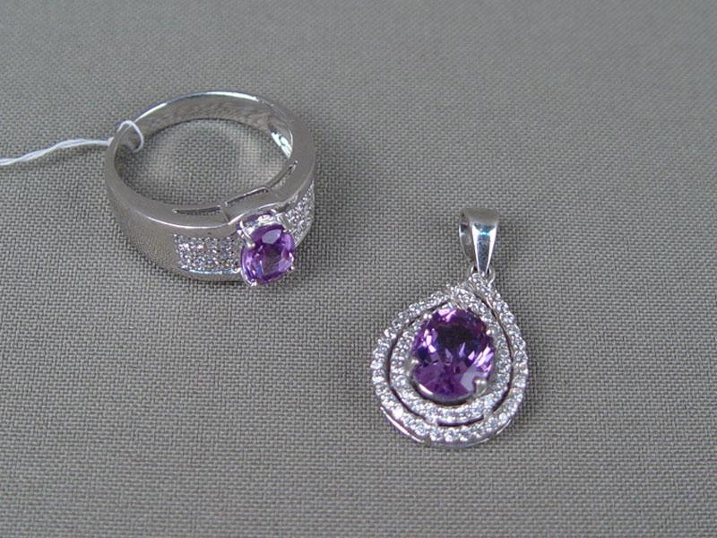 Комплект: кольцо иподвеска, серебро 925пробы, общий вес— 8,37г, фианиты, аметист, размер кольца 19,0