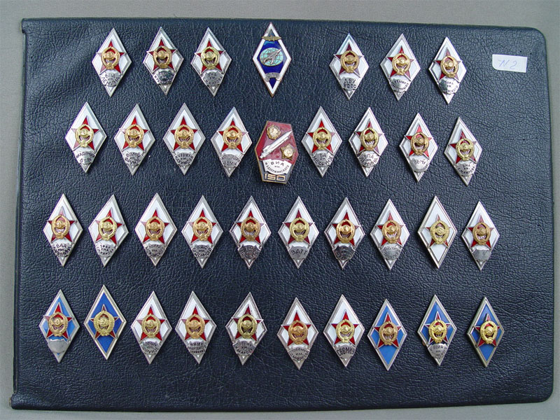 Антиквариат. Коллекция знаков военных учебных академий