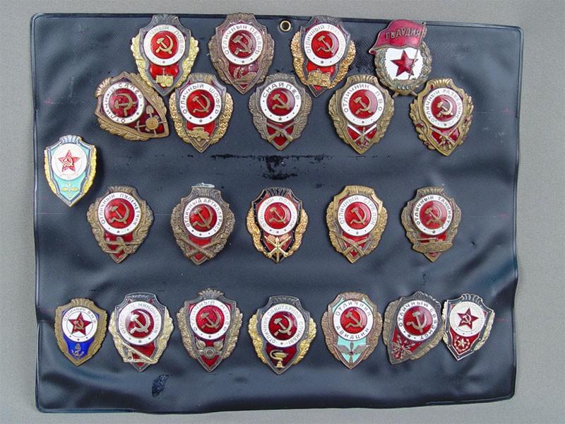 Антиквариат. Коллекция знаков «Отличник военной службы»