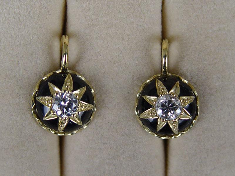 Серьги, золото 750пробы пореактиву,эмаль, общий вес— 6,5г. Вставки: 2бриллианта (Кр58— 0,75ct 7/7a)