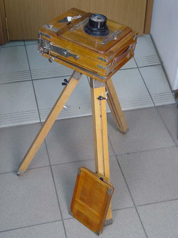Фотоаппарат студийный соштативом, начало XXвека