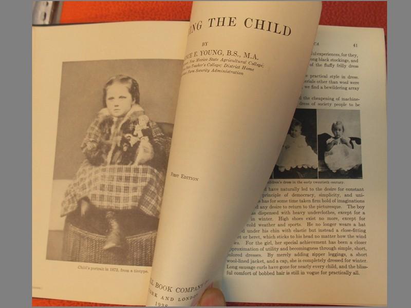 Юнг Флоренс. Детская одежда: история, психология иискусство. /Clothing TheChild byFlorensce E.Young. First edition.— New York McCraw— HillCo, 1938.— 256cтр. Наанглийском языке. Смножеством иллюстраций