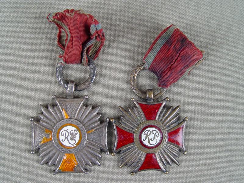 Две награды, серебро пореактиву, эмаль, общий вес— 50,5г