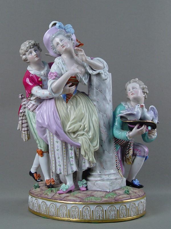 Многофигурная композиция «Как два голубка», фарфор, лепка, роспись. Германия, Мейсен, XIXвек, высота— 33см
