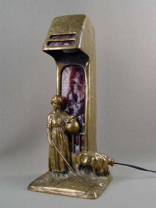 Лампа настольная встиле модерн «Пастушка», бронза, литье, патинирование, смальта, конец XIX— начало XXвека, высота— 36см