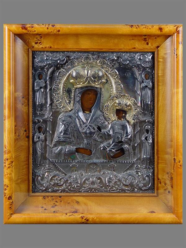 Икона «Пресвятая Богородица Умягчение злых сердец сосвятыми Косьмой иДамианом, а также Леонидом иОльгой наполях», дерево, левкас, темпера, оклад— серебро 84пробы. Саратов, 1850—1860-е годы, размеры: 30×26,5см
