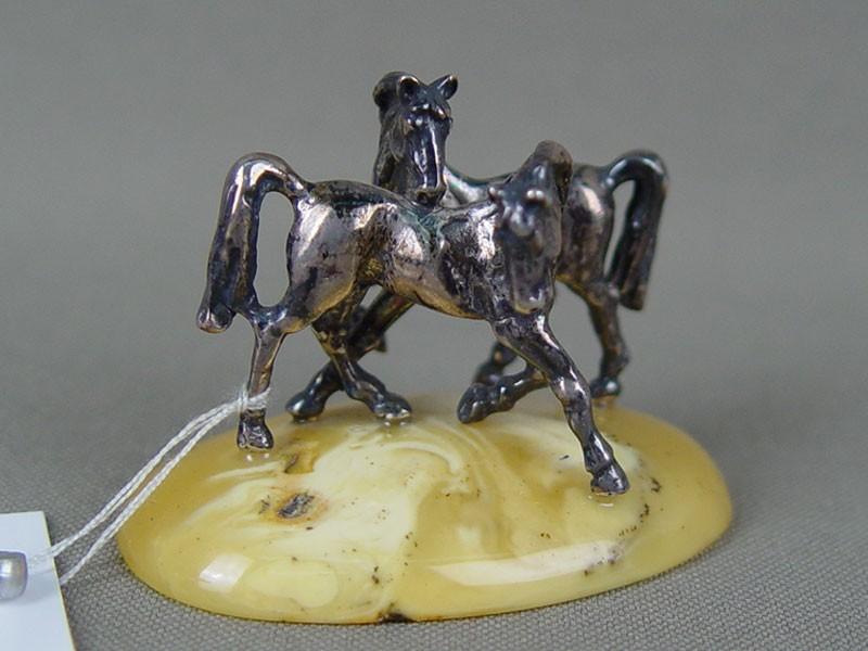 Фигурка «Лошади», серебро 925пробы, янтарь, размер: 5×3,5см