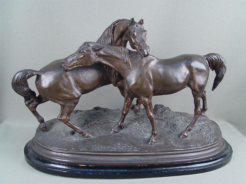Скульптура «Лошади наволе», шпиатр, скульптор— Мэн, <nobr>1920-е</nobr>годы, высота— 36см, длина— 50см