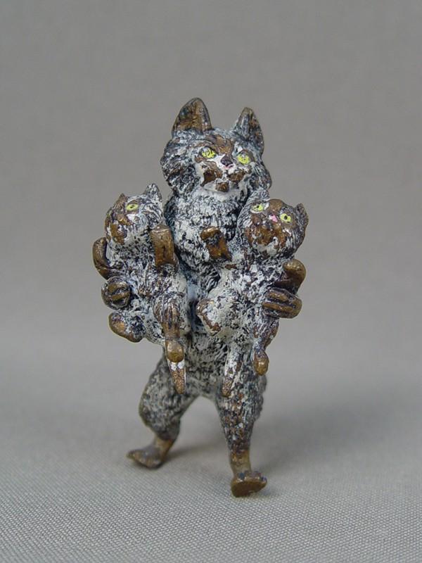 «Кошка скотятами», венская бронза, конец 19 — начало 20 века, высота— 6см