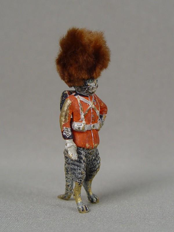 Скульптура «Кот— английский королевский гвардеец», венская бронза, конец XIX — начало XX века, высота— 6см
