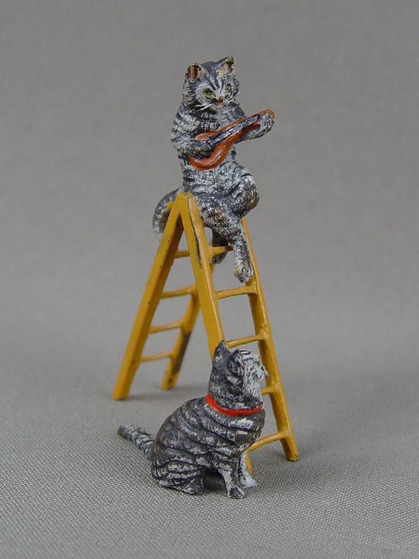 «Кошки настремянке», венская бронза, конец 19 — начало 20 века, высота— 6,5см, длина— 4,5см