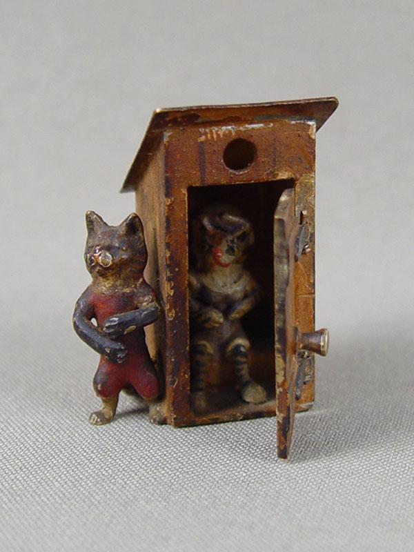 «Кошачий туалет», венская бронза,конец 19 — начало 20 века, высота— 4см