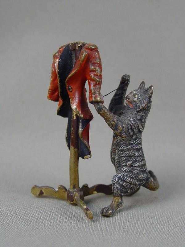 «Кот— портной», венская бронза,конец 19 — начало 20 века, высота— 6,5см