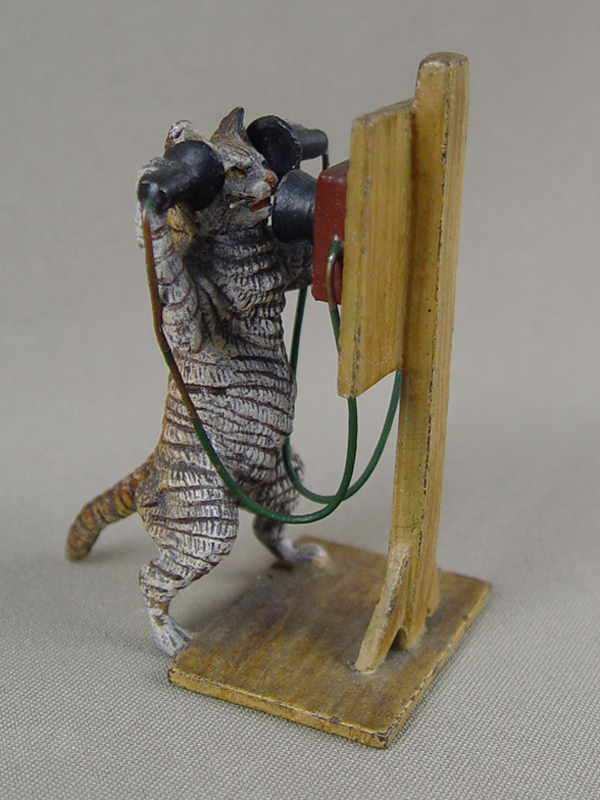 «Кот втелефонной будке», венская бронза, начало XX века, высота— 7,5см