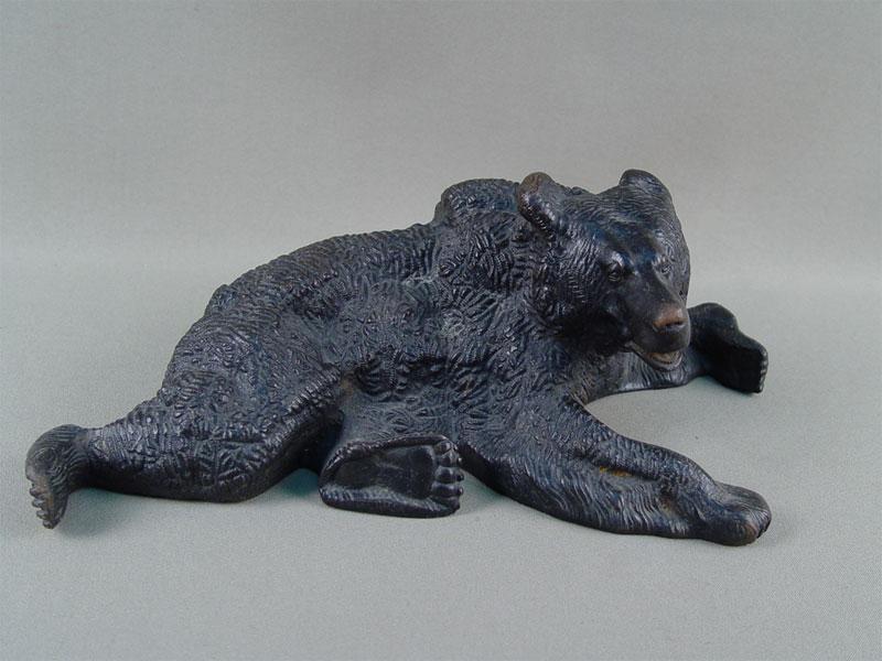 Антиквариат. чугунная скульптура «Медведь лежащий», чугунное литье. Куса