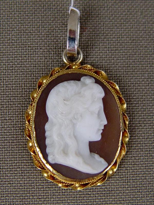 Подвеска, золото пореактиву (585пробы), серебро, камея нараковине, 19й век, общий вес— 2,36гр