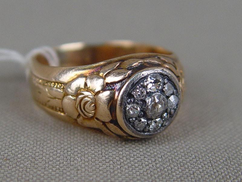 Кольцо, золото 56пробы, общий вес— 7,73г. Вставки: бриллианты (1бриллиант «Старой» огранки— 0,08ct 5/6; 6бриллантов «Старой» огранки— 0,14ct 4—5/5—6; 2алмаза), размер кольца 18,5