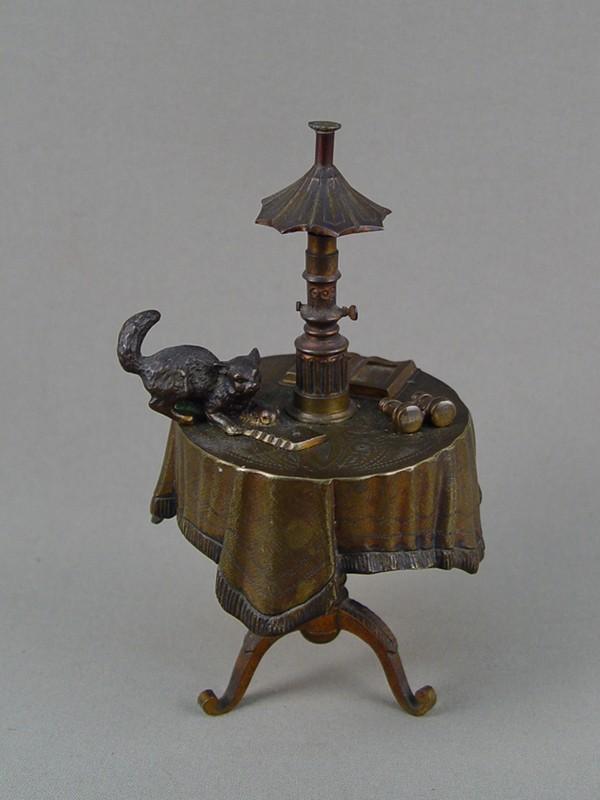 Звонок настольный вызывной «Стол слампой икошкой», бронза. Франция, начало XXвека, высота— 18см