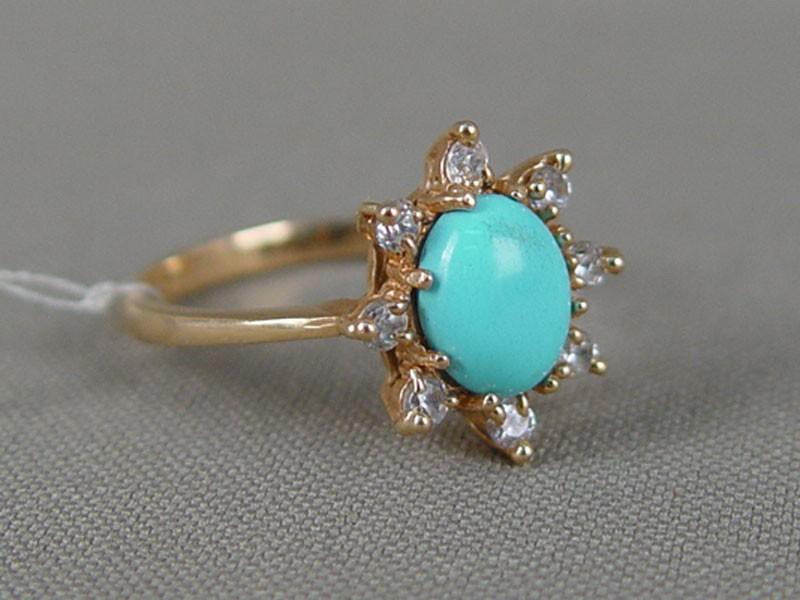 Кольцо, золото 585пробы, общий вес— 3,55г. Вставки: бирюза прессованная, фианиты, размер кольца 18,5