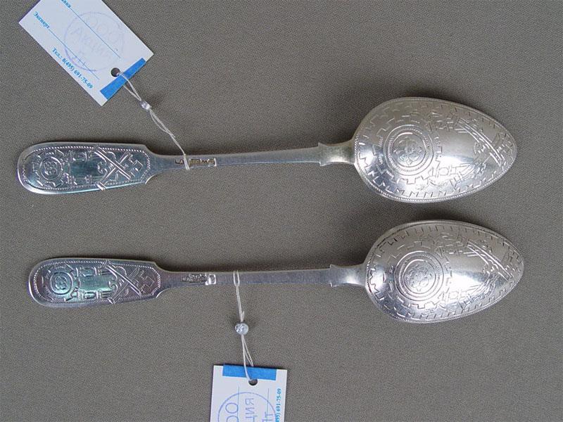Ложки десертные (2шт.), серебро 84пробы, общий вес— 62,5г.