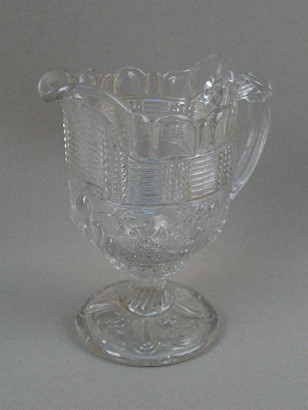 Антиквариат. старинный Молочник, антикварное стекло