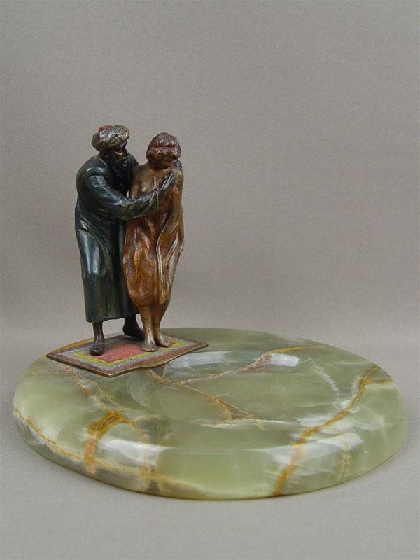 Визитница скунштюком «Продавец сневольницей»,начало 20 века ,«венская бронза», оникс, высота— 16см, диаметр— 20см