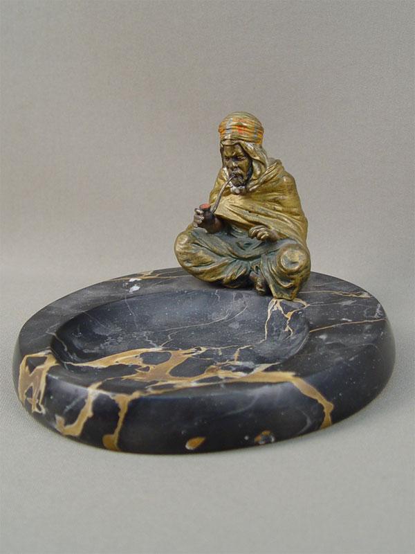 Визитница (пепельница) «Араб струбкой», начало 20 века, «венская» бронза, камень, диаметр— 15,5см, клеймо «Бергман»